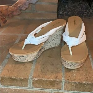 Cute white wedges by Qupid!